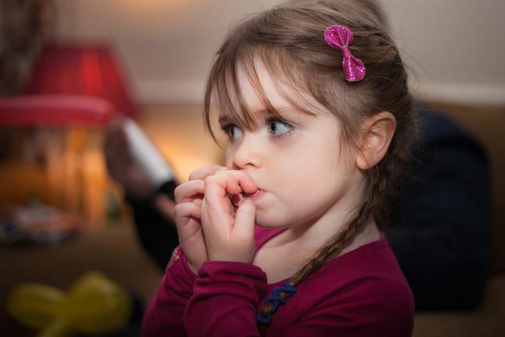 Фото №1 - Как отучить ребенка грызть ногти: советы специалистов