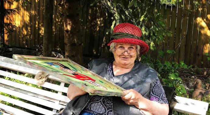 «Девушка из 1938 года»: как вышивки пенсионерки с деменцией попали в музей?