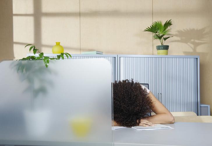 Фото №1 - Как недосып сказывается на карьере