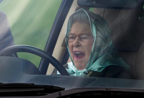 Фото №3 - 10 причин, почему королева Елизавета – самая крутая бабуля в мире