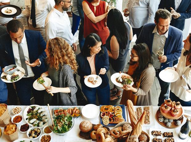 Фото №1 - Social Eating: еда как новый способ найти любовь