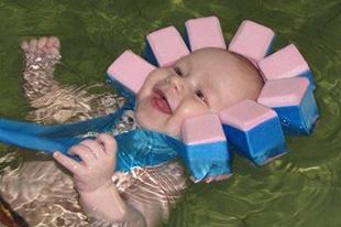 Фото №8 - Аксессуары для грудничкового плавания: что взять с собой в бассейн?
