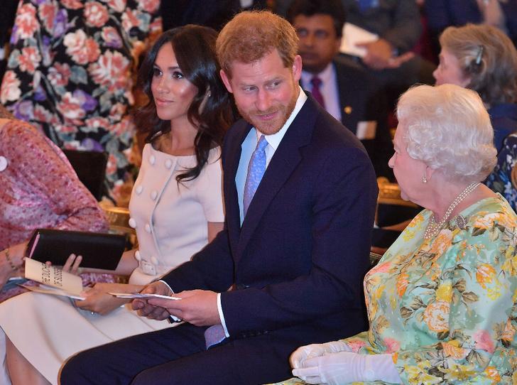 Фото №2 - Королевский розыгрыш: как юный принц Гарри шутил над Елизаветой