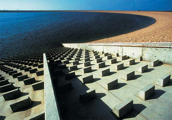 Фото №1 - Какой инженерный проект считают самым масштабным в XX веке?