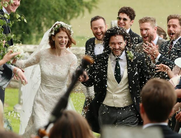 Фото №1 - Состоялась свадьба звезд сериала «Игра престолов»: фотоотчет