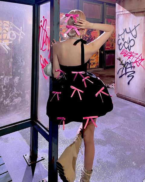 Фото №2 - И сбоку бантик: как повторить стильный образ Розэ из BLACKPINK🎀