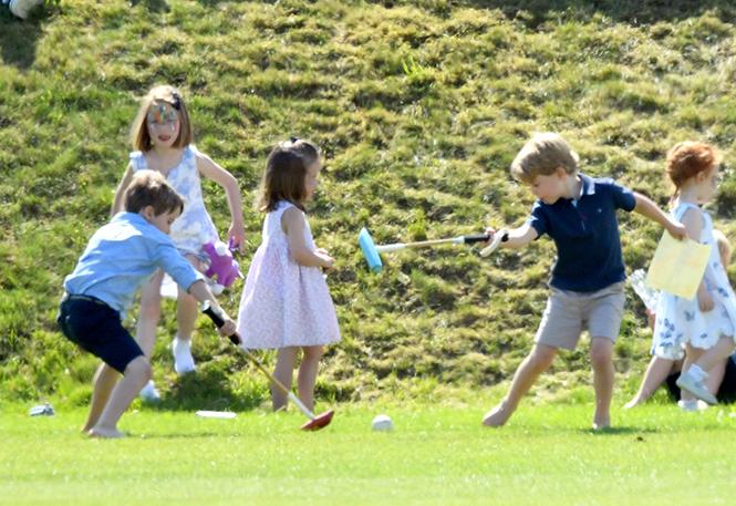 Фото №16 - Семейный выходной: принцесса Шарлотта, принц Джордж, Кейт и Уильям на игре в поло