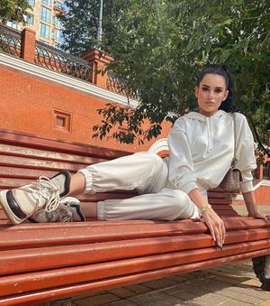 Фото №5 - Лукбук: носим трикотажный костюм как Кайли Дженнер, Джиджи Хадид, Карина Аракелян и другие
