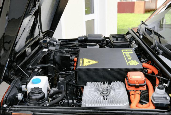 Фото №2 - Немецкая компания превратила «Ниву» в электромобиль