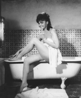 Фото №2 - Девушки Бонда: как менялась внешность подружек супергероя и кто из них стал жертвой «проклятия 007»