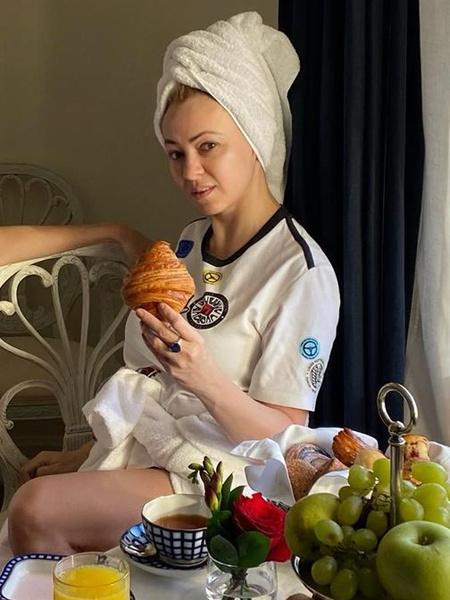 Фото №2 - Рудковская показала себя в полотенце и без макияжа