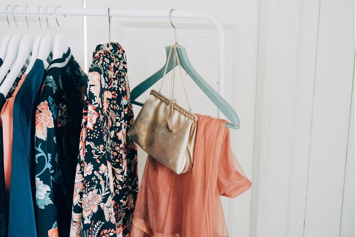 Фото №1 - Идеальный гардероб: как разобрать шкаф?