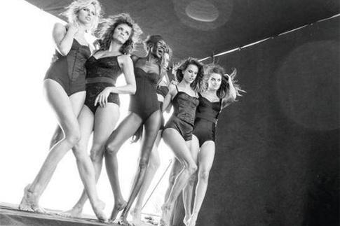 Миранда Керр, Изабели Фонтана, Каролина Куркова, Хелен Кристенсен, Алессандра Амбросио и Алек Век для календаря Pirelli-2014