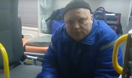 Фото №1 - Петербуржец поскандалил с врачом скорой помощи, который курил в салоне автомобиля