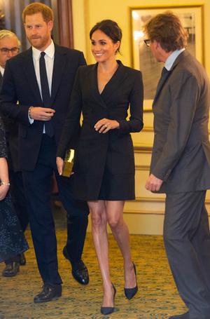 Фото №9 - От мини до вечерних костюмов: как герцогиня Меган переписывала правила королевского стиля