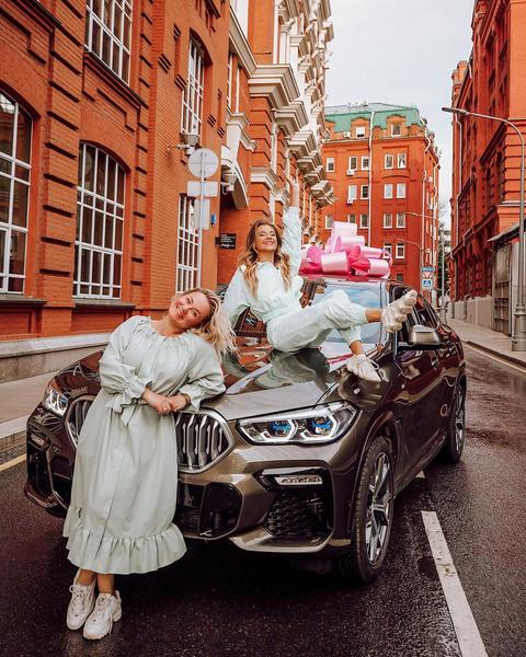 Фото №1 - Катя Адушкина купила маме машину