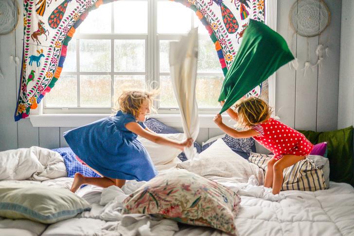 Фото №2 - Как устроить нескучную пижамную вечеринку дома: 10 секретов
