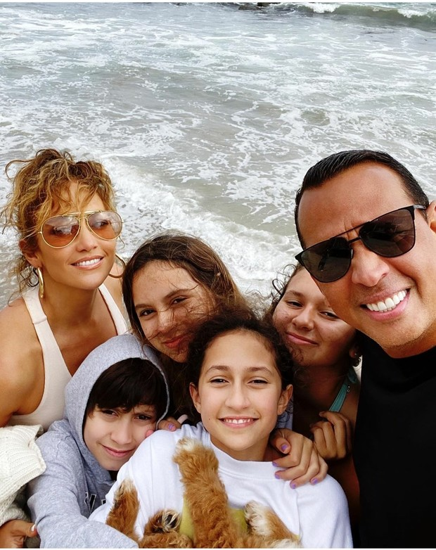 Фото №1 - Моя душа поет: Дженнифер Лопес поздравила возлюбленного Алекса Родригеса с Днем отца