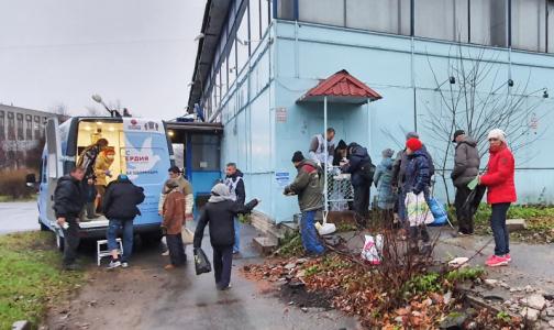 Фото №1 - В Петербурге появился «Автобус милосердия» для бездомных