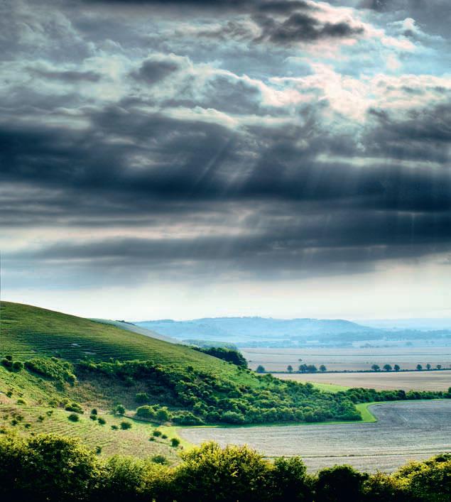 Фото №1 - Почему солнечные лучи веером расходятся из-под облаков?