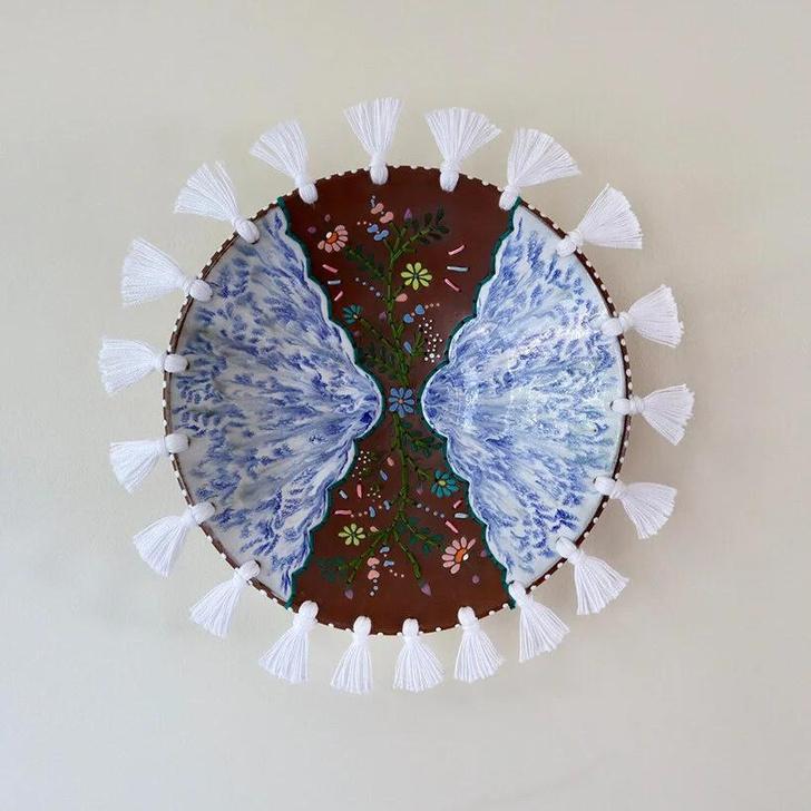 Фото №3 - Тарелки с вышивкой: необычные работы Николь Маклафлин