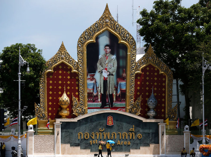 Фото №4 - Король Таиланда женился на женщине-генерале