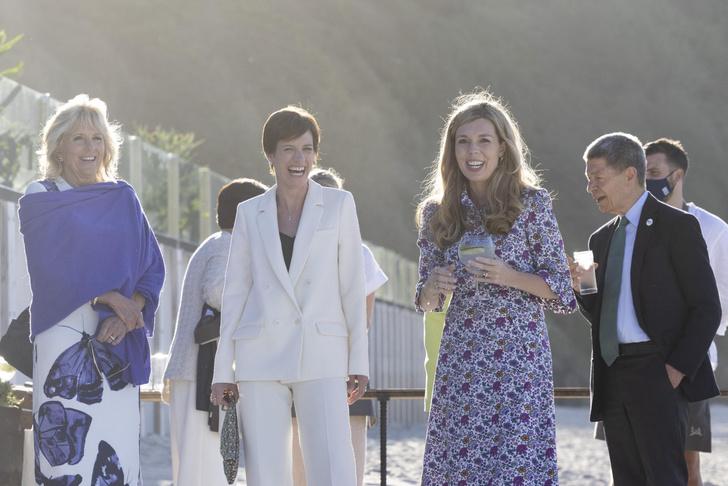 Фото №3 - Дебют Кэрри Симондс: лучшие образы новой Первой леди Британии на саммите G7