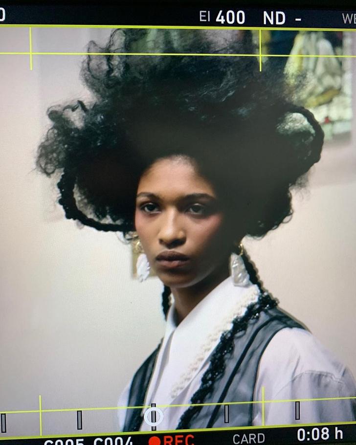 Фото №2 - Бьюти-тренд: заплетаем косички как модели на показе Simone Rocha AW/21