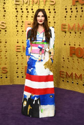 Фото №29 - «Эмми»-2019: лучшие наряды звезд на ковровой дорожке церемонии