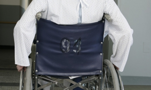 Фото №1 - Центр рассеянного склероза в Петербурге: смотреть больно, как карабкаются в него инвалиды