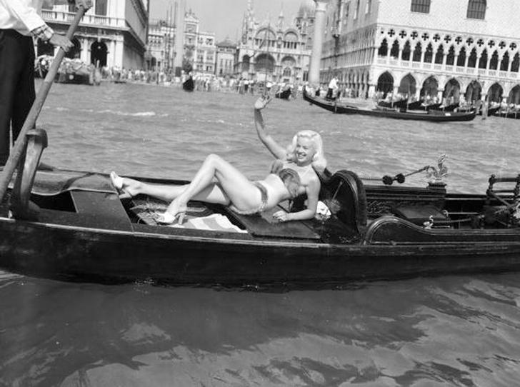 Фото №3 - Лучшие звездные образы за всю историю Венецианского кинофестиваля