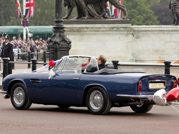 Фото №3 - Вместо кареты: самые роскошные свадебные автомобили Виндзоров