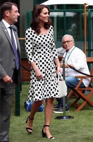 Фото №18 - Цветы, горошек и шифон: где искать летние платья, как у герцогини Кейт