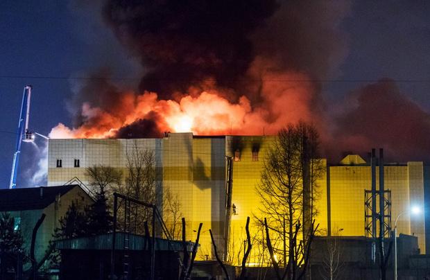 Фото №1 - Почему блогеры удаляют видео о трагедии в Кемерово?