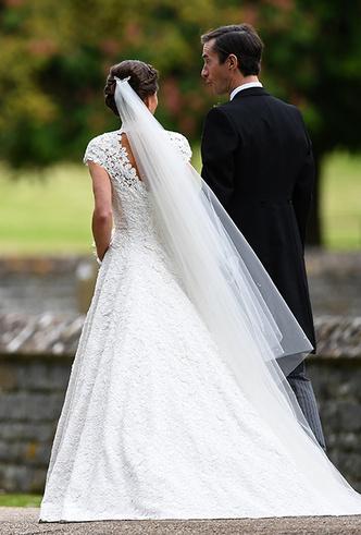 Фото №23 - 16 самых известных, красивых и дорогих свадебных платьев за всю историю