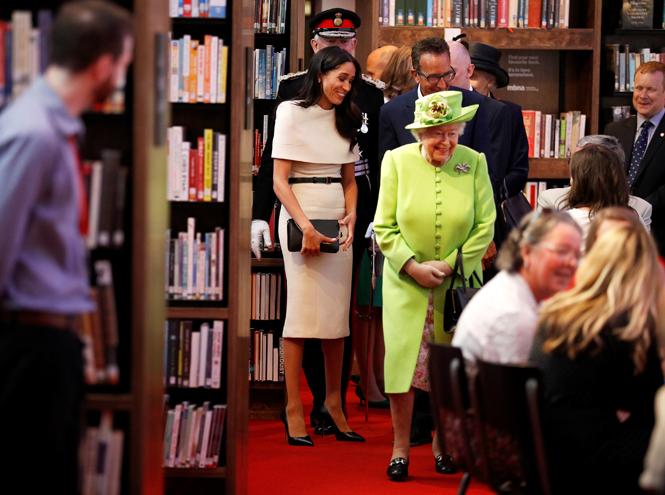 Фото №2 - Герцогиня Меган получила в подарок от Елизаветы II особенные серьги