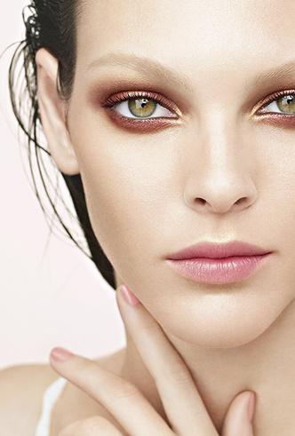 Фото №9 - Меняем цвет на свет: тонкости летнего макияжа от Chanel