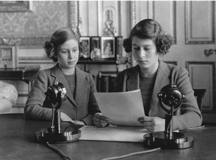 Фото №2 - Исторический момент: что нужно знать о новом обращении Королевы к британцам
