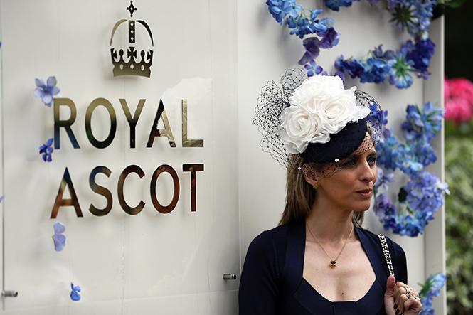 Фото №38 - Дресс-код жив: лучшие кадры 5-го дня на Royal Ascot
