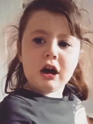 Фото №1 - Видео: девочка рыдает, узнав, что придется есть мамину еду