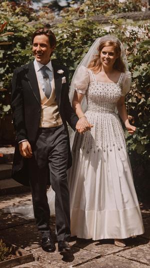 Фото №2 - Дважды новобрачные: почему Беатрис и ее муж сыграют свадьбу во второй раз