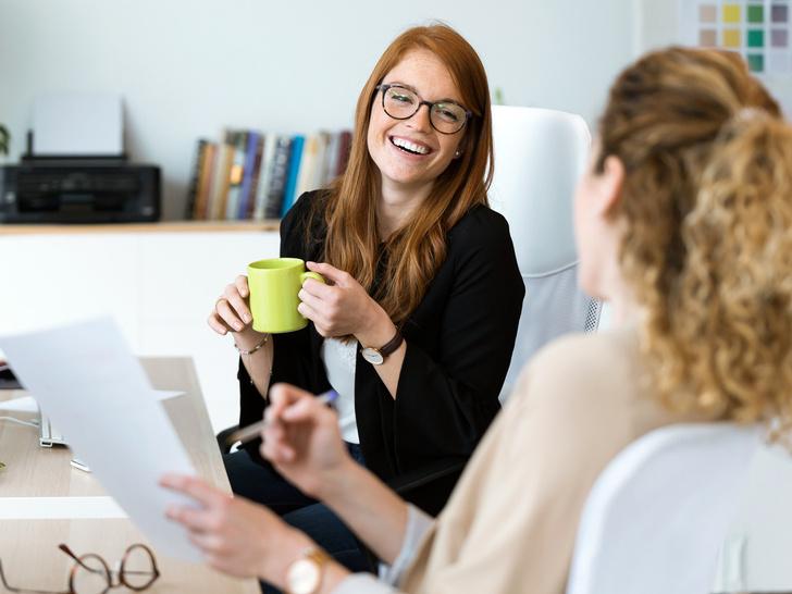 Фото №2 - Как тактично закончить неприятный разговор: 6 лайфхаков от психолога