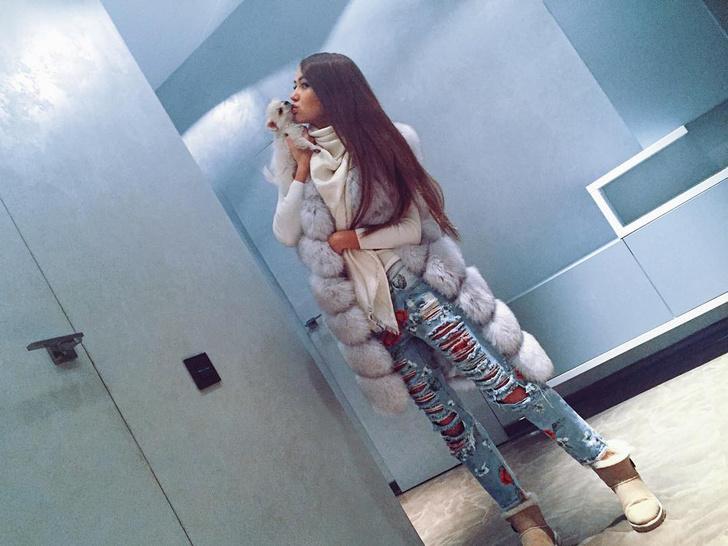 Фото №1 - Тиктокеры официально заявляют: скинни джинсы— отстой
