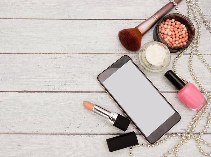 Фото №2 - Опасные связи: 5 проблем, которые телефон создает вашей коже