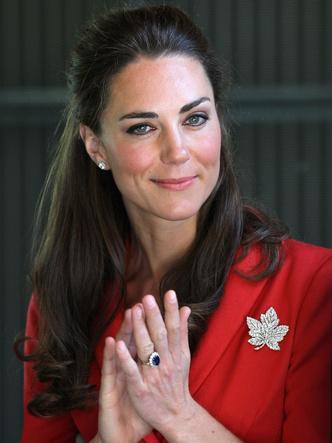 Фото №2 - Как изменилось помолвочное кольцо Дианы, когда оно перешло к Кейт