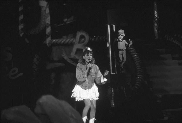 Дебби Гибсон выступает на церемонии Kids' Choice Awards в 1988 году