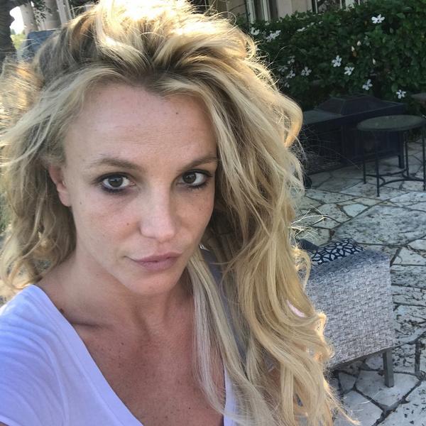 Фото №2 - Фанаты уверены, что Бритни Спирс насильно удерживают в психиатрической больнице