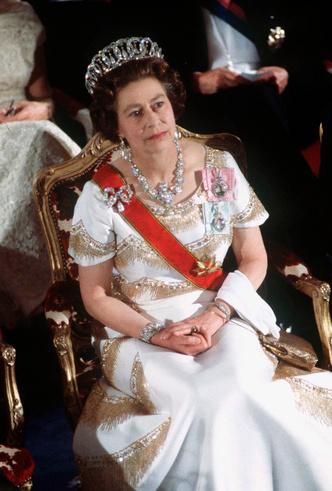 Фото №3 - Королевские драгоценности: самые роскошные украшения Елизаветы II