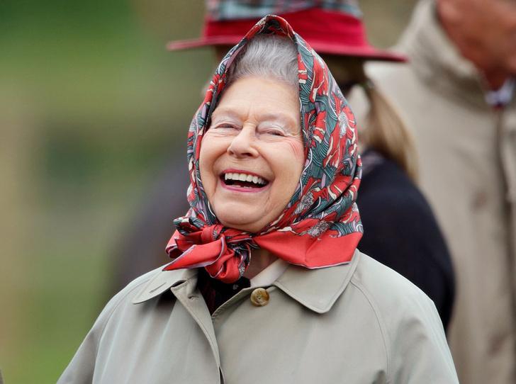 Фото №1 - Что могут короли: как проходит типичный день Елизаветы II в Букингемском дворце