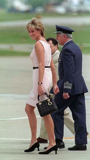Фото №3 - Любимые сумки принцессы Дианы